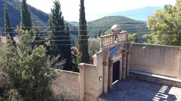 трикорфо фануария вход в монастырь