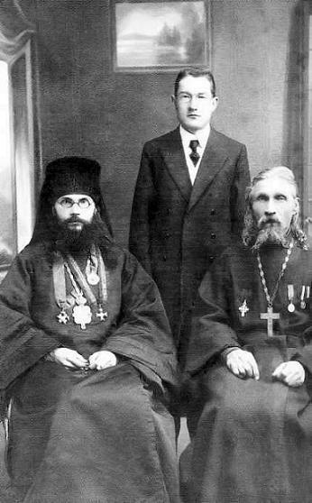 Архиепископ Феодор (Поздеевский) со своим отцом и братом Николаем