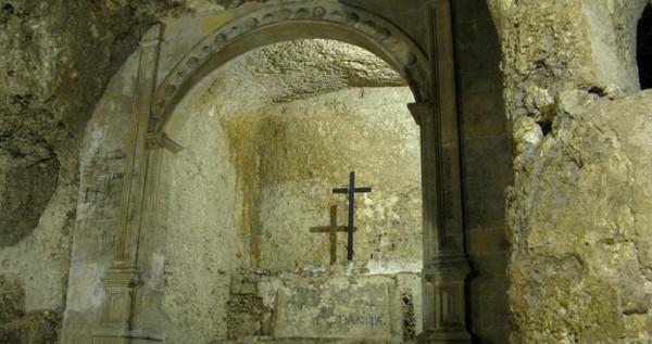 Пещерный склеп и церковь святой Реституты в Кальяри (Италия)