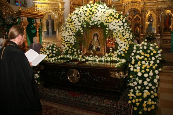 Преподобный Гавриил Афонский, архимандрит, настоятель Афонского Ильинского скита, рака с мощами