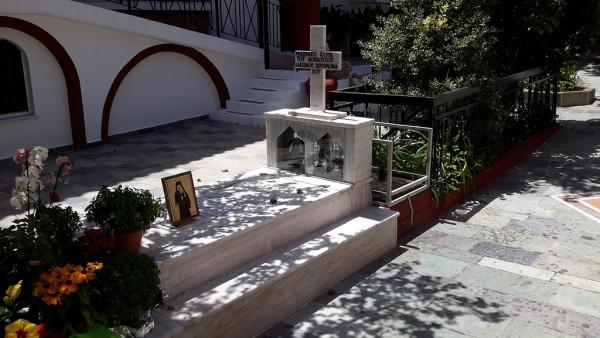 могила прп. Иакова Цаликоса в монастыре прп. Давида, Эвбея, Греция