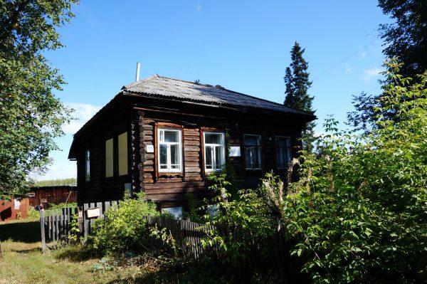 Дом семьи Увицких, на котором висит памятная доска, что здесь проживал сказочник Павел Бажов