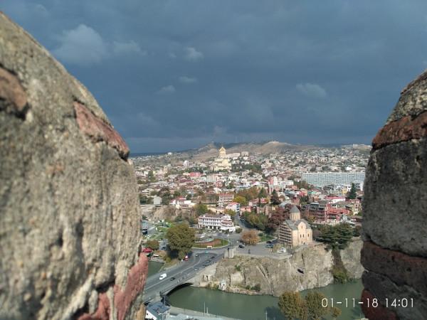 вид на Тбилиси из крепости
