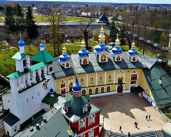 Псковско - Печерский монастырь Успенский  пещерный храм