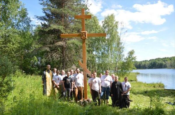 На месте церкви в честь Обновления храма Воскресения Господня установлен поклонный крест