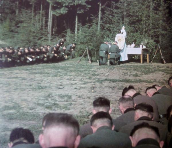 _Подразделение вермахта на католическом богослужении перед вторжением в СССР