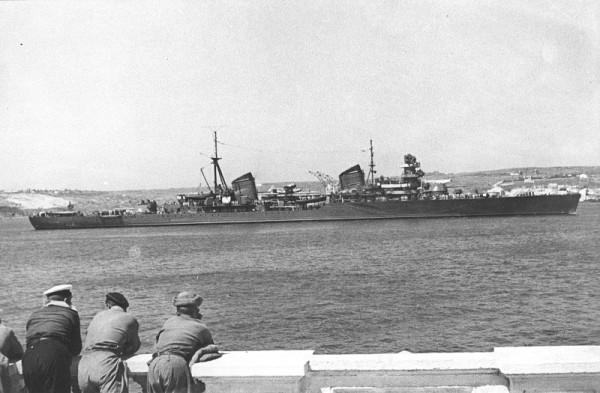_Советский крейсер Черноморского флота проекта 26-бис Молотов в Севастополе за день до начала войны