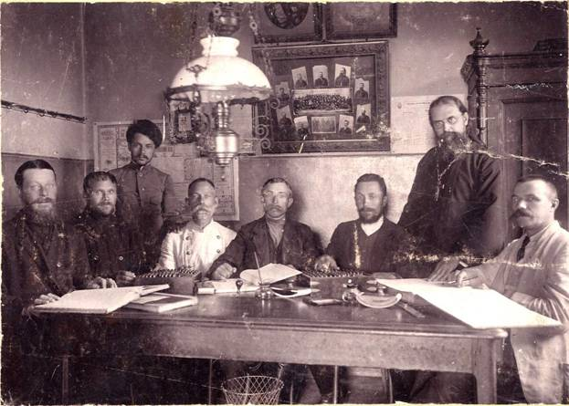 сщмч_иерей_Николай_Брянцев,второй_справа_1910