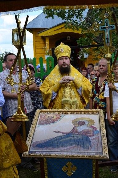 епископ_Дионисий_служит_у_часовни_блаженной_Матроны_в_Анемнясево
