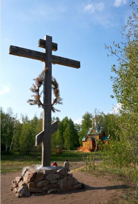 Крест_в_Память_погибших_на_Месте_монастыря_заключенних