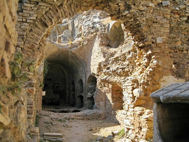 остатки_древнехристианского_храма_постр_на_месте_пещеры_где_спали_и_пробудились_эфесские_отроки