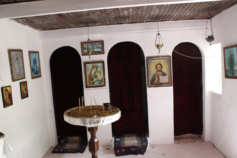 анафронитас_маленький_храм_внутри
