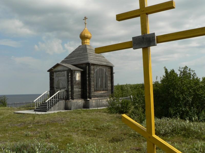Крест на месте дома, где жил в ссылке священномученик Петр (Полянский)