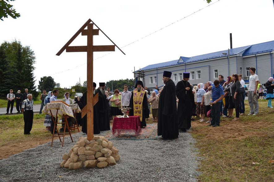 освящение креста на месте расстрела священномученика Димитрия Вознесенского
