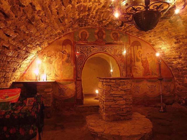пещерная церковь, в которой молился преподобный Досифей
