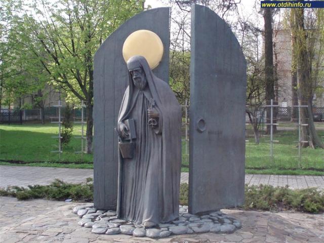 Преподобный Никола Святоша - памятник в Киеве