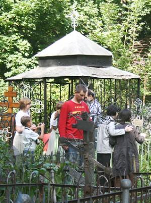 Святитель Афанасий (Сахаров), епископ могила