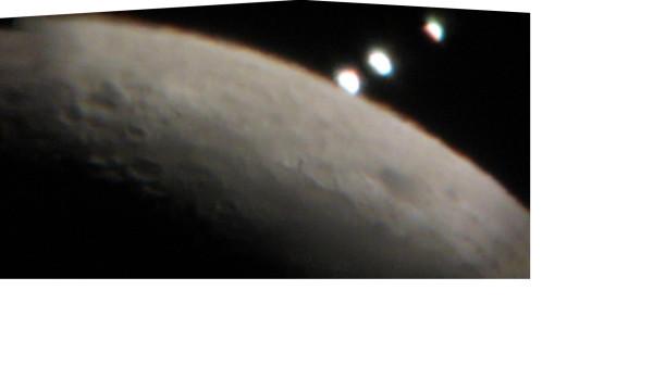 Коллаж из фотографий Луны и Венеры 14.08.2012.