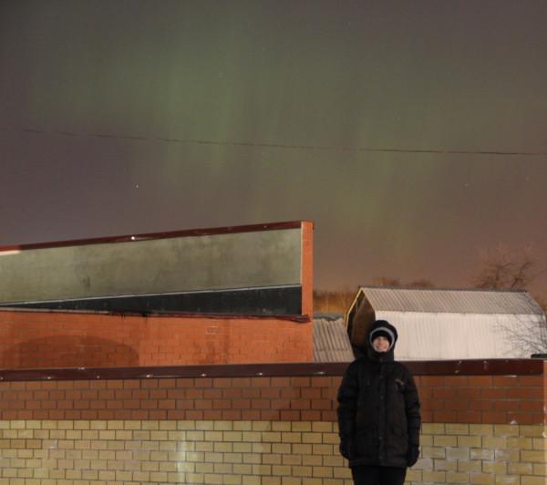Я на фоне полярного сияния 17.03.2015, видимого над г. Королёвом.