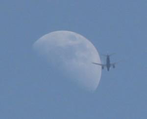 Луна и самолёт 26.05.2015.