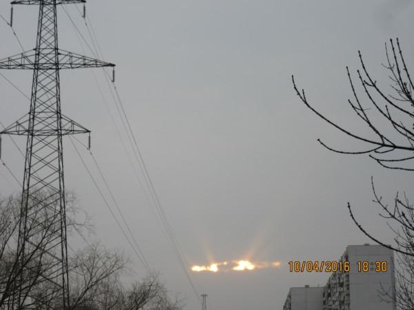 Апрельский закат над облачной Москвой.