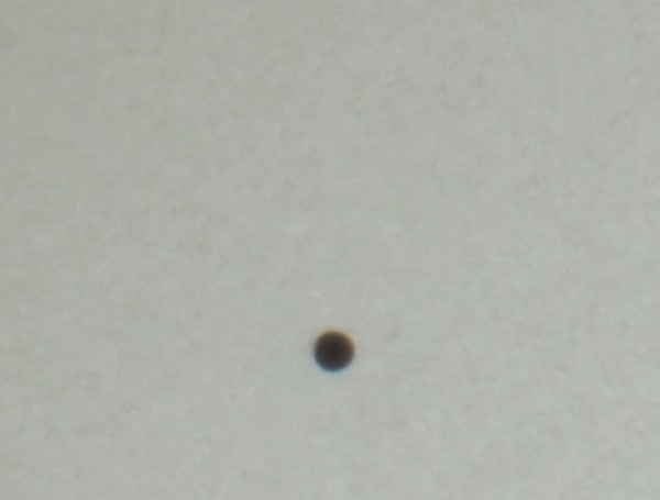 Меркурий на диске Солнца крупным планом.
