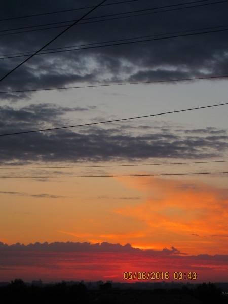 Предрассветная палитра небесных красок над Москвой.