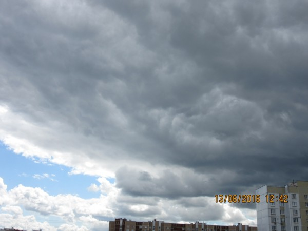 Облака 13.06.2016 над Москвой (вид с моего балкона).