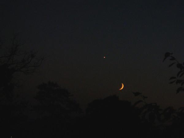 Луна и Венера 11 сентября 2010 года.