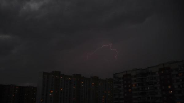Гроза в небе над Москвой. Сфотографировал 18.06.2016 в районе Москворечье-Сабурово.