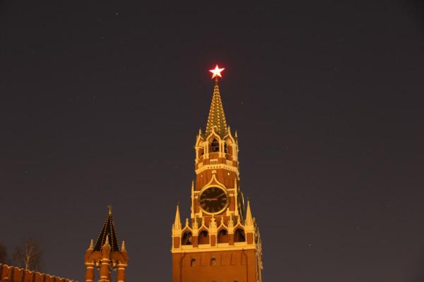 Звезда Московского Кремля на фоне звёздного неба, в Час Земли (25.03.2017, г. Москва, вид  на Спасскую башню - без подсветки)..JPG