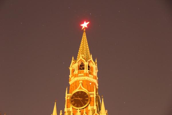 -Звезда Московского Кремля на фоне звёздного неба, в Час Земли (25.03.2017, г. Москва, вид  на Спасскую башню - без подсветки)..JPG