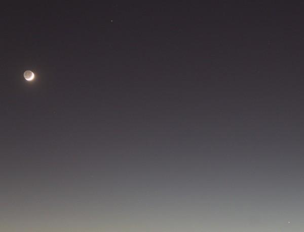 Луна, Марс и Меркурий в небе над Москвой вечером 30.03.2017.