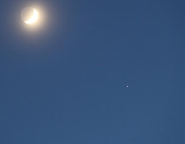 Луна и Альдебаран 01.04.2017.