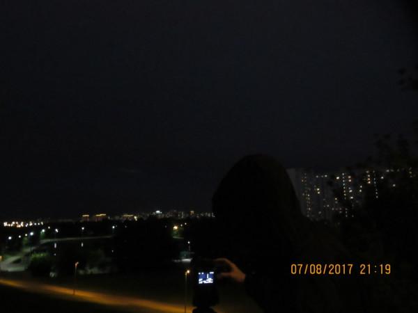 Во время процесса наблюдения затмения.