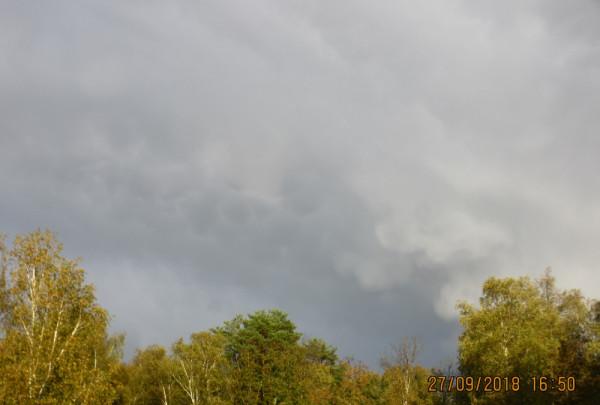 Вымеобразные облака в небе над Подмосковьем - 27.09.2018, в Воздвижение Креста Господня.