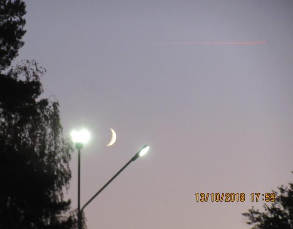 Луна и самолёт - 13.10.2018.