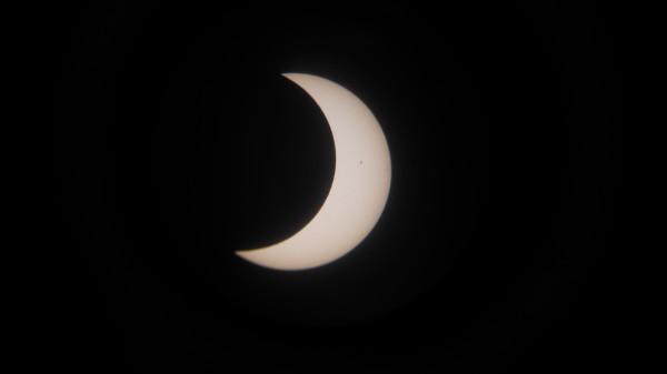 09:30 -  частное солнечное затмение 21.05.2012.