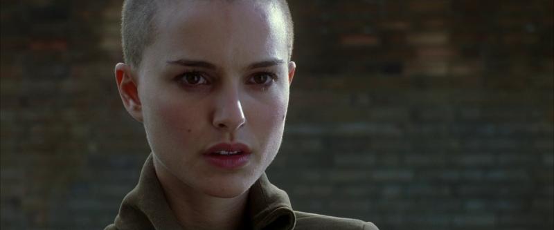 V значит Вендетта. Режиссёр Джеймс МакТиг, 2006. Рейтинг фильма - 8,096, 582-е место в Золотой Тысяче.