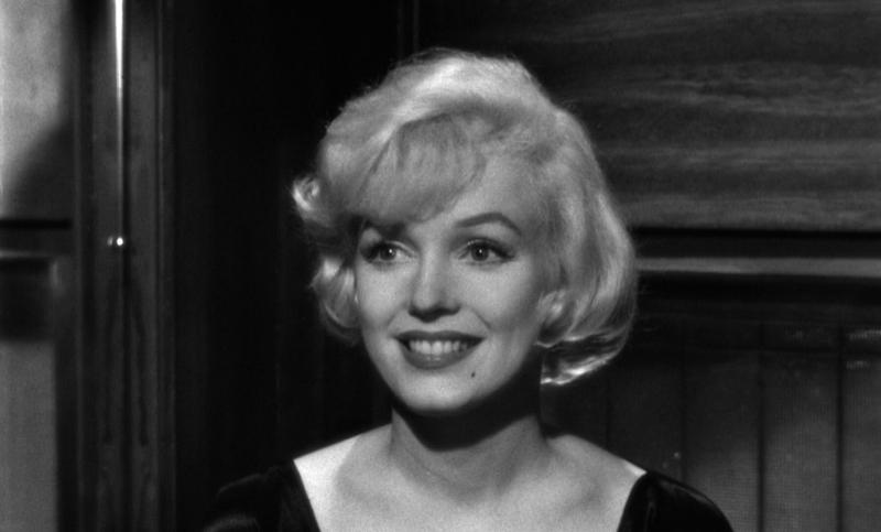 В джазе только девушки. Режиссёр Билли Уайлдер. 1959. Рейтинг фильма 8,671. 258-е место в Золотой Тысяче.