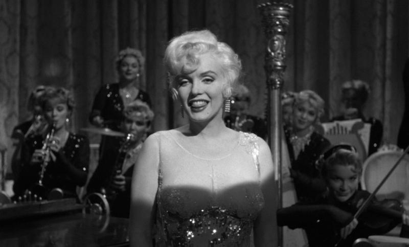 В джазе только девушки. Режиссёр Билли Уайлдер. 1959. Рейтинг фильма 8,667. 259-е место в Золотой Тысяче.