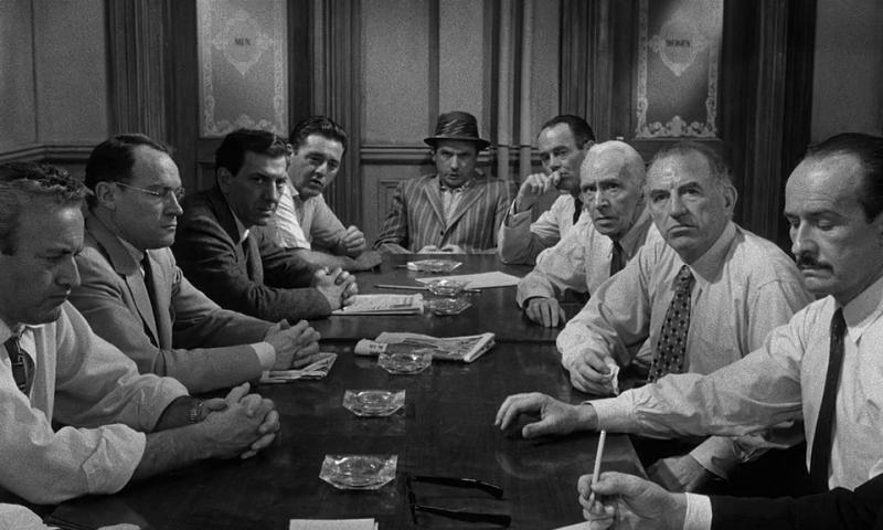 12 разгневанных мужчин. 1957. Рейтинг фильма - 10,315; 26-е место в Золотой Тысяче.