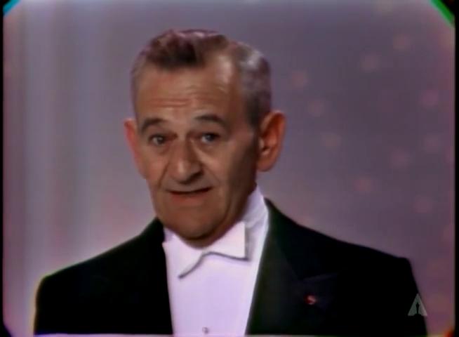 Уильям Уайлер при получении Награды имени Ирвинга Тальберга на церемонии Оскара 1966 года.