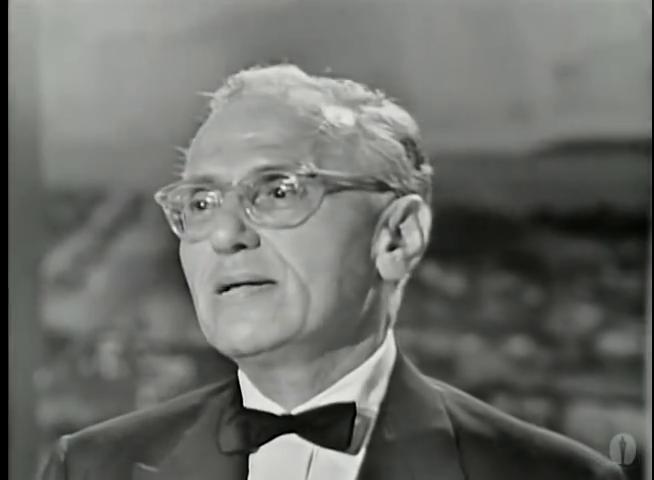 """Джордж Кьюкор в момент получения Оскара за Лучшую режиссуру в фильме """"Моя прекрасная леди"""". 1965 год."""