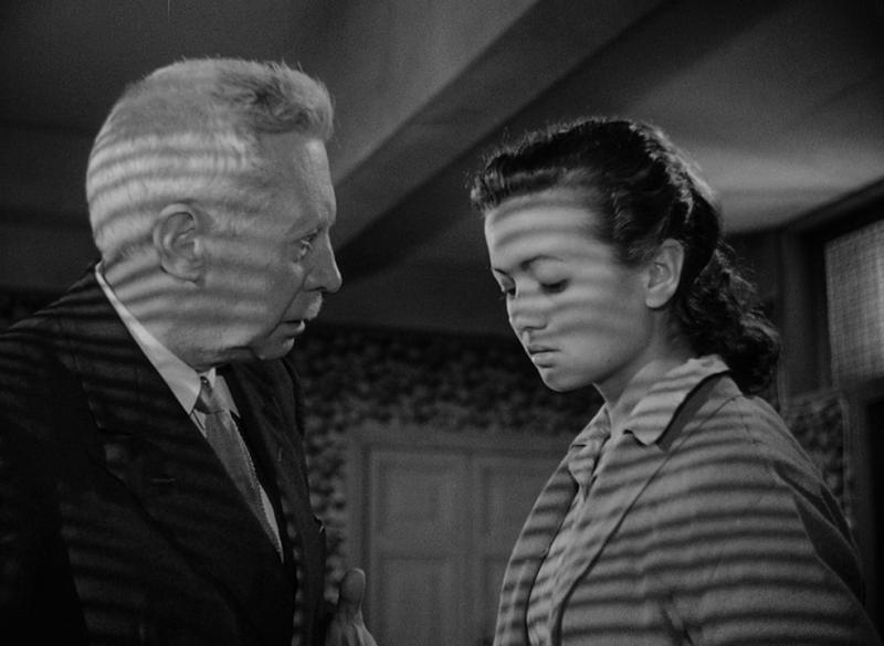 Умберто Д. 1952. Рейтинг фильма - 8,460. 335-е место в Золотой Тысяче. Режиссёр посвятил этот фильм своему отцу.