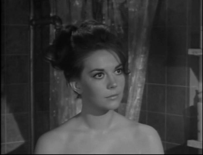 Любовь с подходящим незнакомцем. Режиссёр Роберт Маллиган, 1963. Натали - 25 лет.