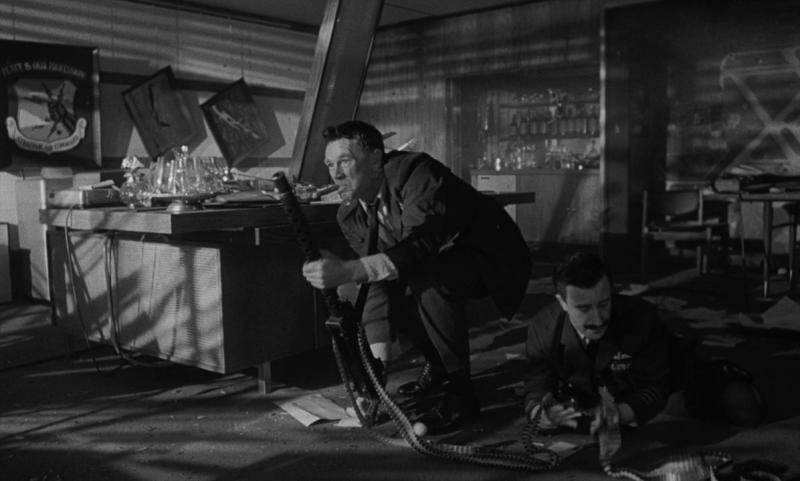 Доктор Стрейнджлав, или Как я научился не волноваться и полюбил атомную бомбу. 1963. Рейтинг - 8,749, 221-е место в Золотой Тысяче.