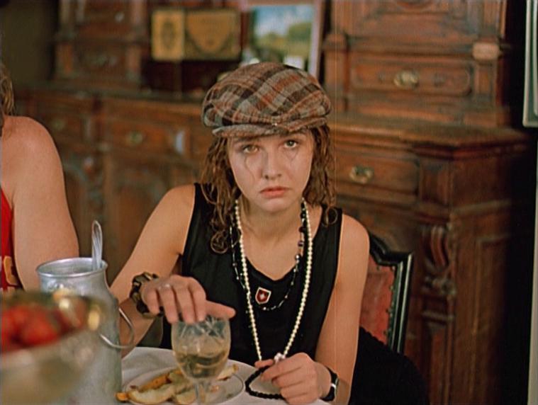Черная роза – эмблема печали, красная роза – эмблема любви. Режиссёр Сергей Соловьев, 1989.