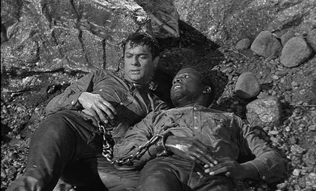 Скованные одной цепью (Не склонившие головы). 1958. Рейтинг фильма - 8,215; 461-е место в Золотой Тысяче.
