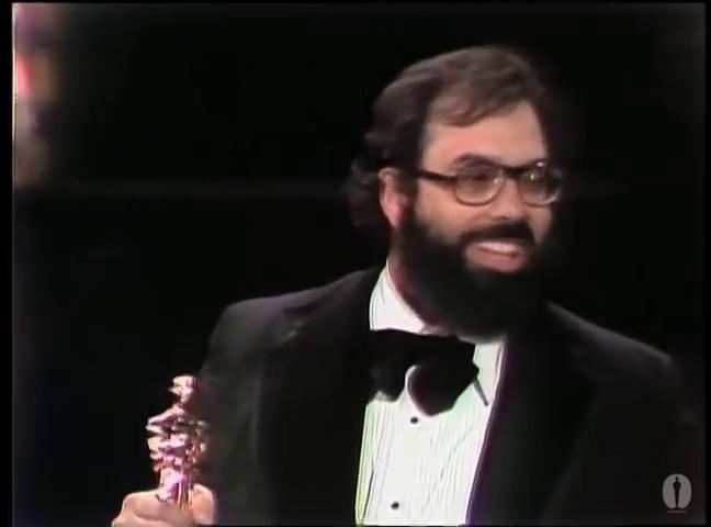 """Фрэнсис Форд Коппола получает Оскара за режиссуру фильма """"Крестный отец. Часть II"""" в 1975 году."""